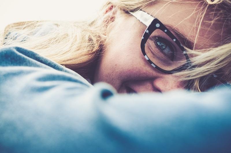 Les signes que vous avez un problème avec vos lunettes sur mesure