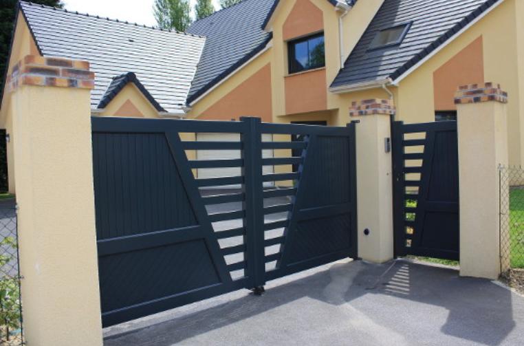 Les avantages d'un portail coulissant avec portillon
